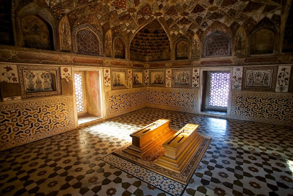 Tombs Inside Taj Mahal