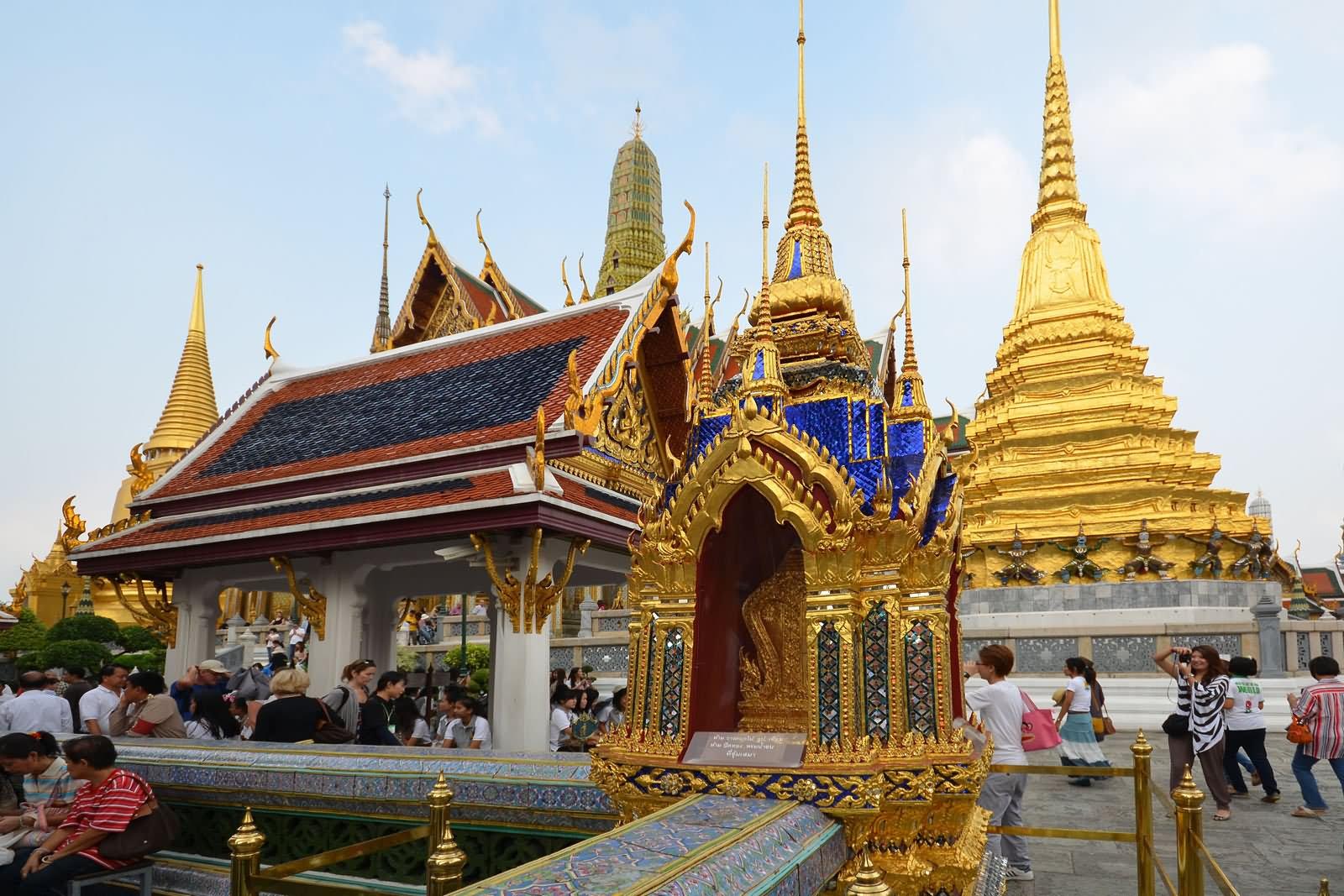 Amazing architecture work inside grand palace for Bangkok architecture