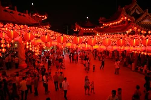 Thousands of People Visit The Thean Hou Temple Night View