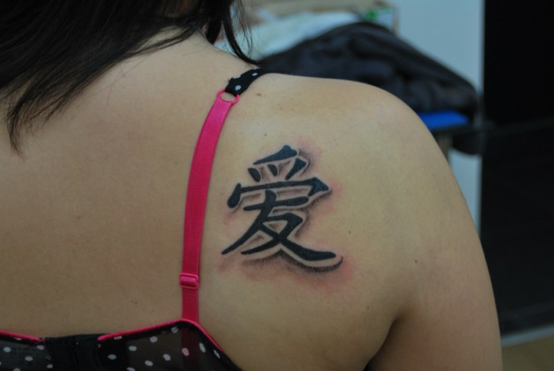 79cff60ee1122 Black Kanji Tattoo On Girl Right Back Shoulder