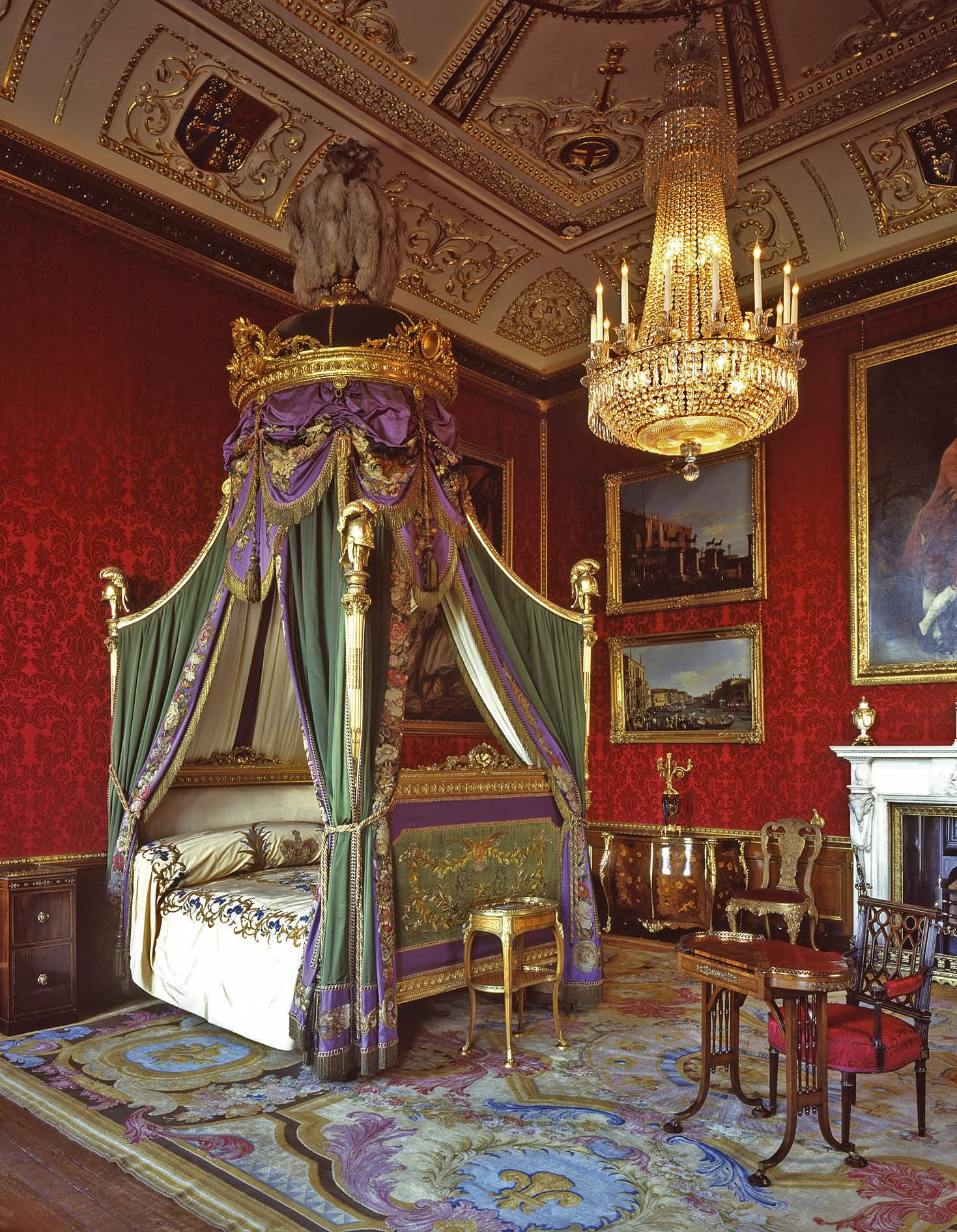 Buckingham palace queen bedroom and palaces on pinterest - Buckingham Palace Interior Www Galleryhip Com The