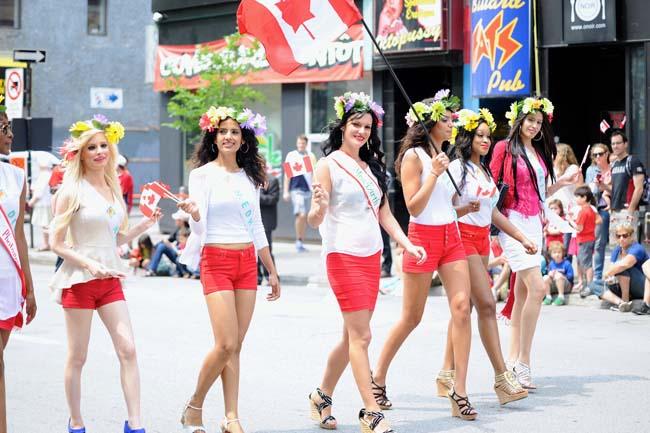Montreal: Desfile por día de Canadá este 1 de Juli...