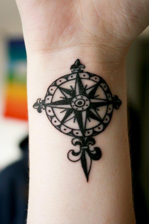 5 Cool Fleur De Lis Tattoos For Wrist