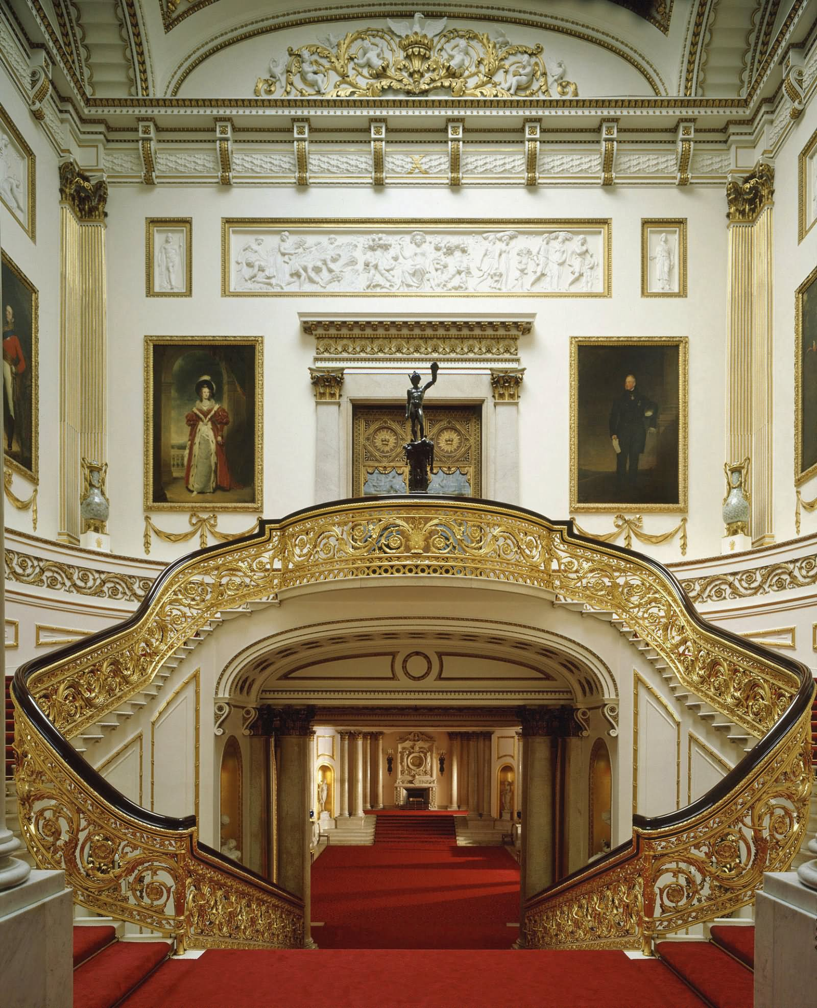 Buckingham Palace Inside View - THE MOST BEAUTIFUL INTERIOR PICTURES OF BUCKINGHAM PALACE LONDON