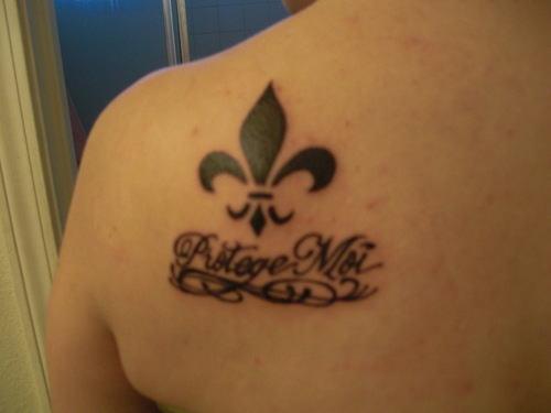 10 fleur de lis tattoos on shoulder. Black Bedroom Furniture Sets. Home Design Ideas
