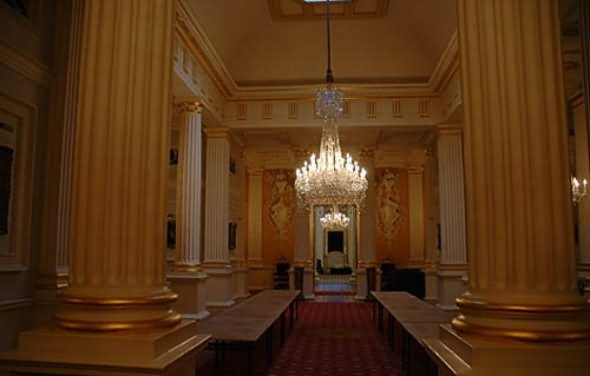 Gracious Hallways Interior With Big Pillars Inside The Buckingham Palace - THE MOST BEAUTIFUL INTERIOR PICTURES OF BUCKINGHAM PALACE LONDON