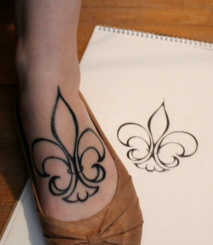 9 fleur de lis tattoos on foot. Black Bedroom Furniture Sets. Home Design Ideas