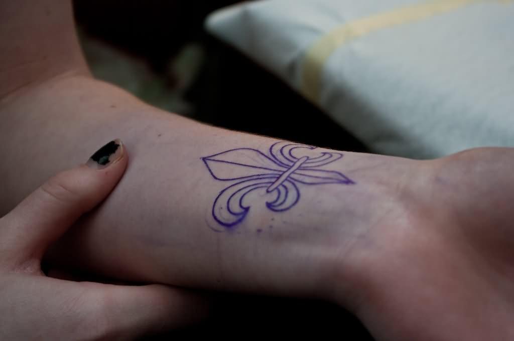 9 Fleur De Lis Tattoos On Forearm