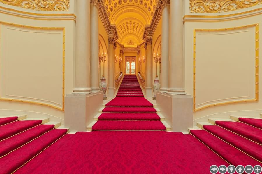 The Grand Staircase Inside Buckingham Palace London - THE MOST BEAUTIFUL INTERIOR PICTURES OF BUCKINGHAM PALACE LONDON