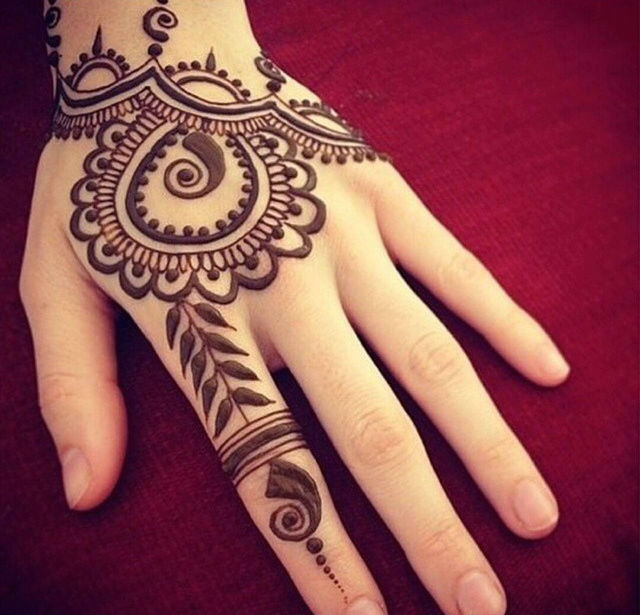 5b0a1d4800494 Amazing Henna Tattoo On Left Hand