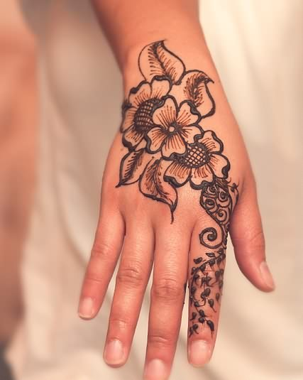 34 Nice Henna Hand Tattoos