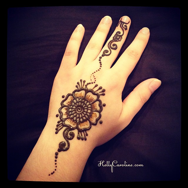 Mehndi Flower For Hand : Image gallery henna hand tattoos