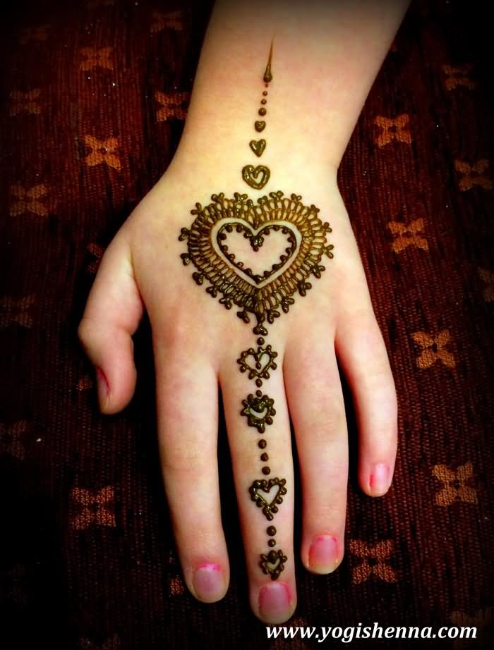 8d870f4e767d4 Awesome Henna Heart Tattoo On Girl Left Hand