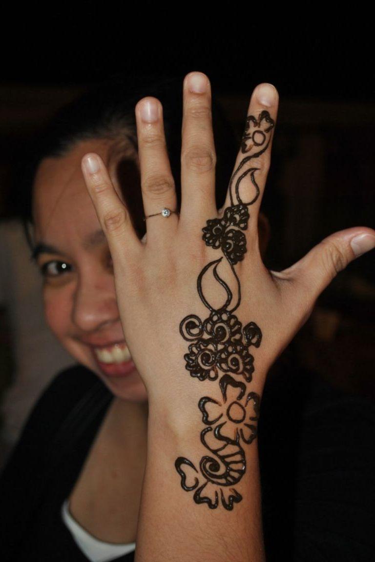 Red Henna Tattoo Hand: 34+ Nice Henna Hand Tattoos