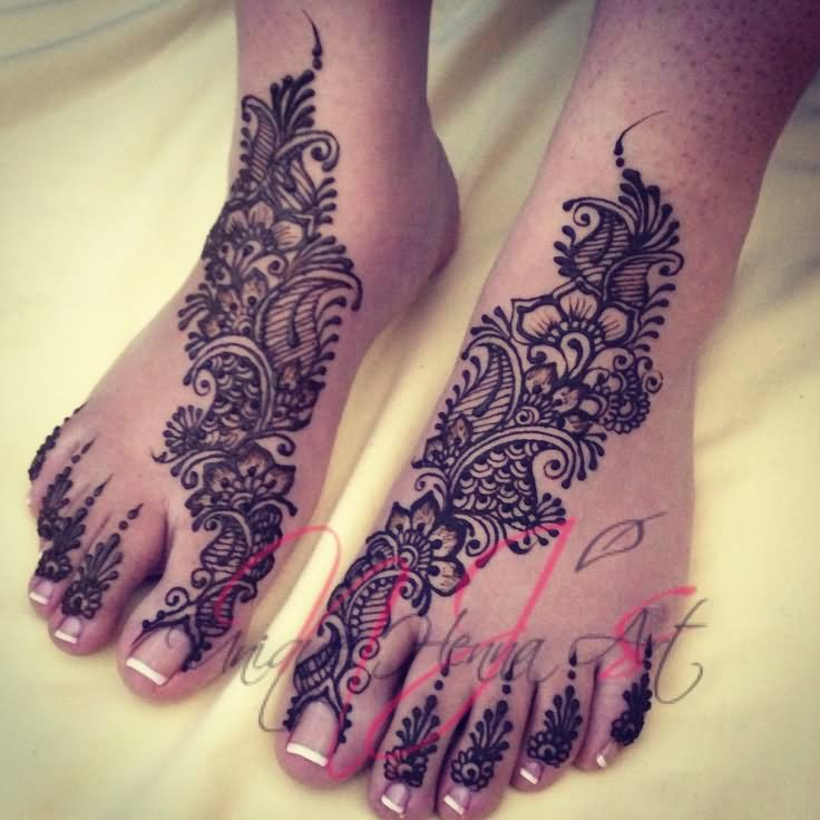 Henna Flower On Foot | makedes.com