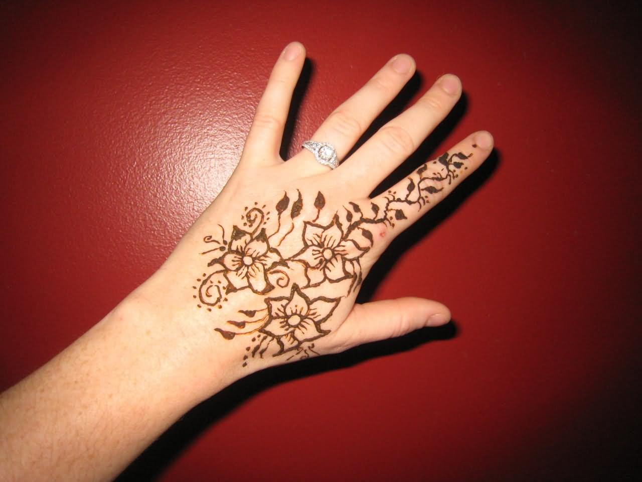 34 Nice Henna Hand
