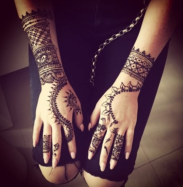 Mehndi Tattoo Real : Henna hand real tattoo makedes