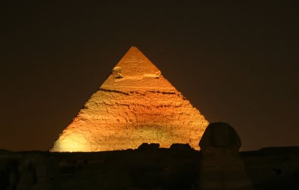 Egyptian Pyramid Looks Amazing At Night Lights