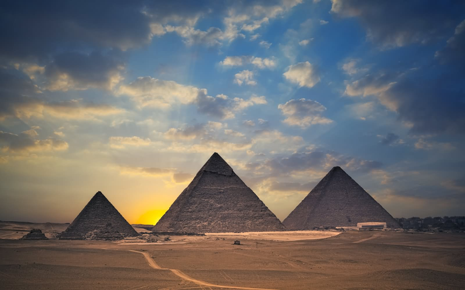 Egyptian Pyramids Looks Adorable At Night