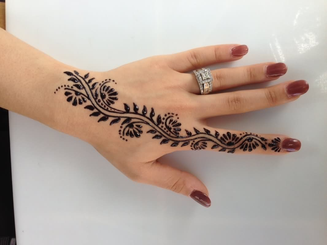 Fantastic Henna Tattoo On Girl Left Hand