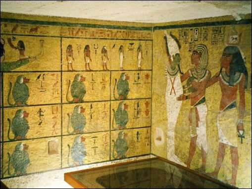 King Tut's Tomb Inside The Egyptian Pyramid