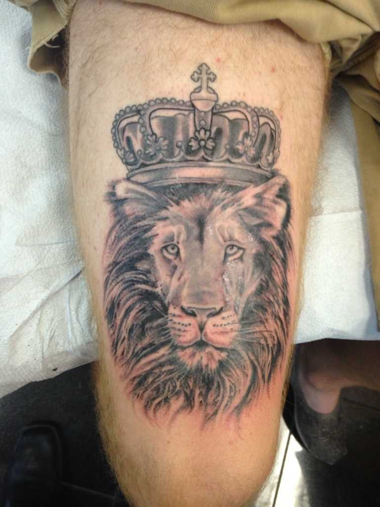 lion with king crown tattoo on thigh. Black Bedroom Furniture Sets. Home Design Ideas