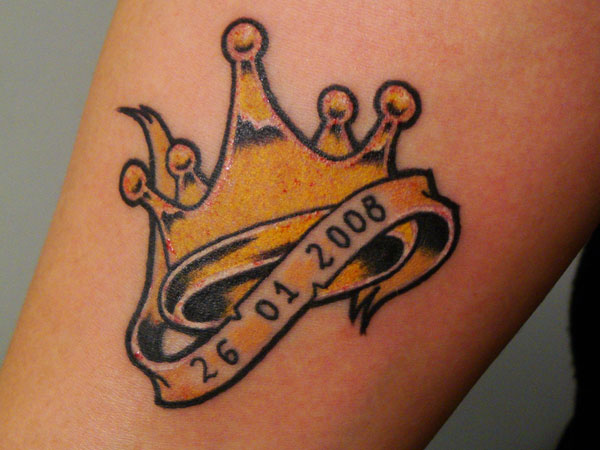 38 fantastic king crown tattoos. Black Bedroom Furniture Sets. Home Design Ideas