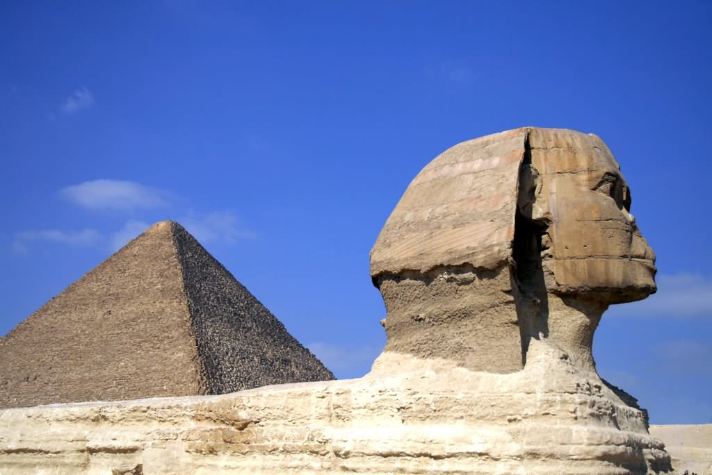 Side View Of Great Sphinx of Giza And Pyramid Of Khufu