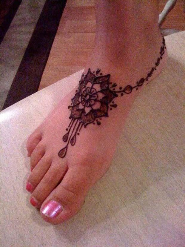 29 simple henna tattoos for Simple foot tattoos