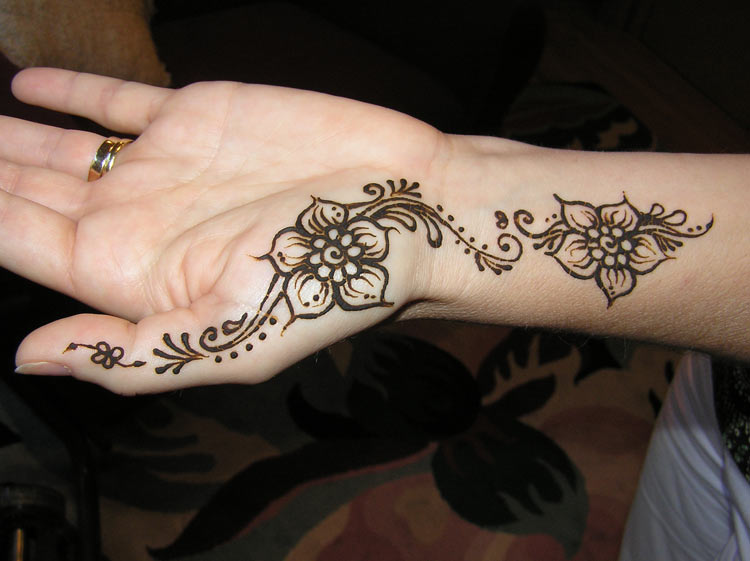 29+ Simple Henna Tattoos