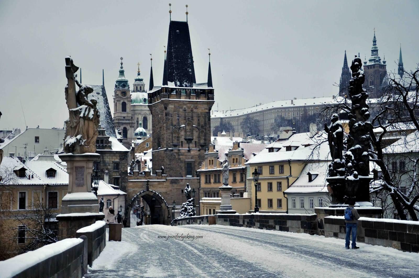 фото туристов прага зимой отмечают историки, битва