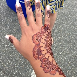 Unique Henna Tattoo On Girl Right Hand