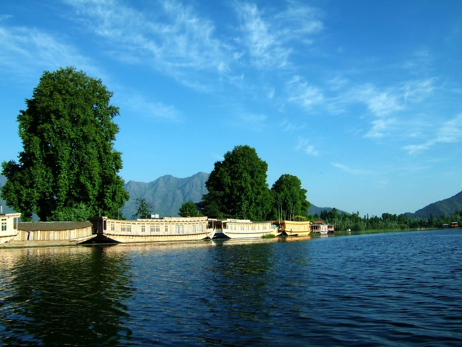 kashmir dal lake Dal view resort is situated in the dal lake, nehru park, srinagar, 3 km from srinagar bus stand, 9 kms from airport more  weather write a reviews.