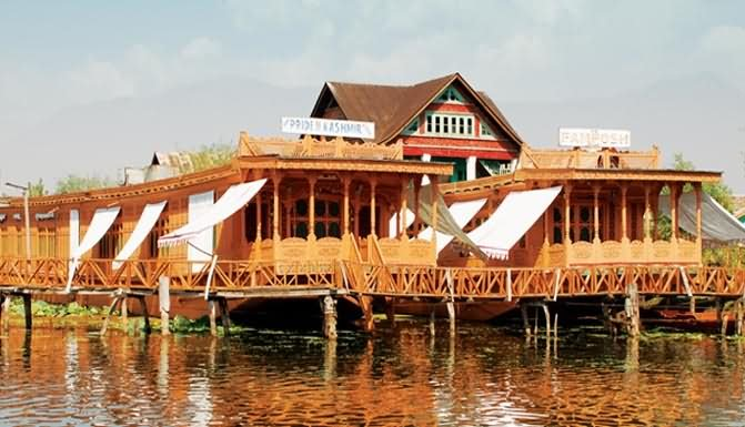 20 Most Beautiful Pictures Of Houseboats At Dal Lake, Srinagar