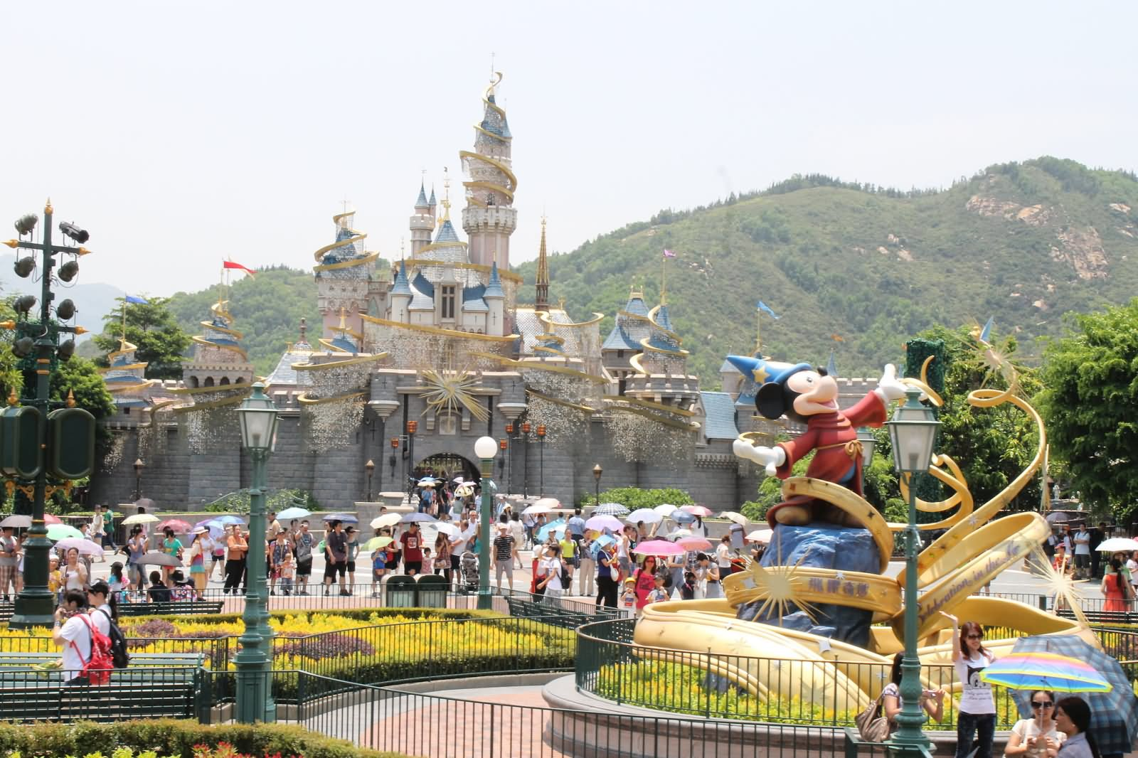 strategic management of hk disneyland Hong kong disneyland case solution,hong kong disneyland case analysis, hong kong disneyland case study solution, disney began internationalizing its operations with the opening of the theme park tokyo disneyland in 1983, which is considered one of the most successful.