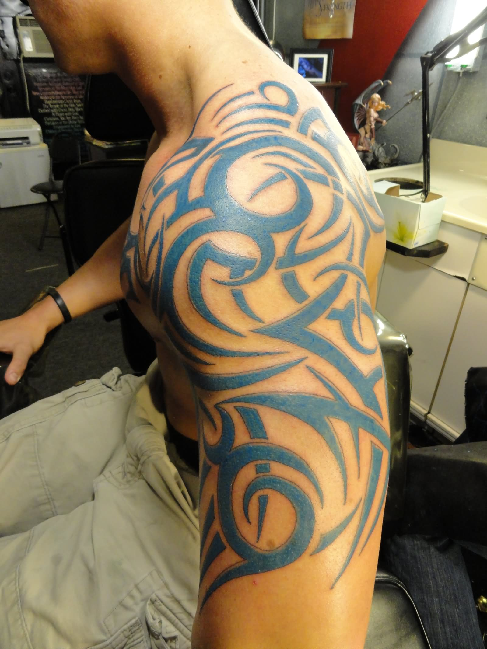 Tribal-Tattoos Blue-Tribal-Tattoo-On-Left-Shoulder