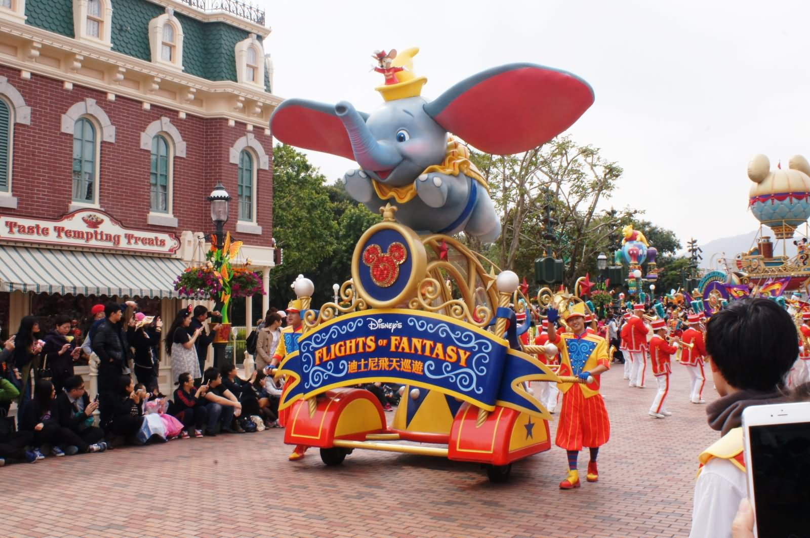 Disneyland Hong Kong Parade Picture