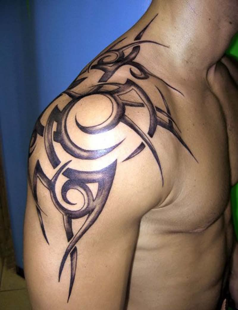 beautiful maori tribal tattoo on left shoulder for men. Black Bedroom Furniture Sets. Home Design Ideas