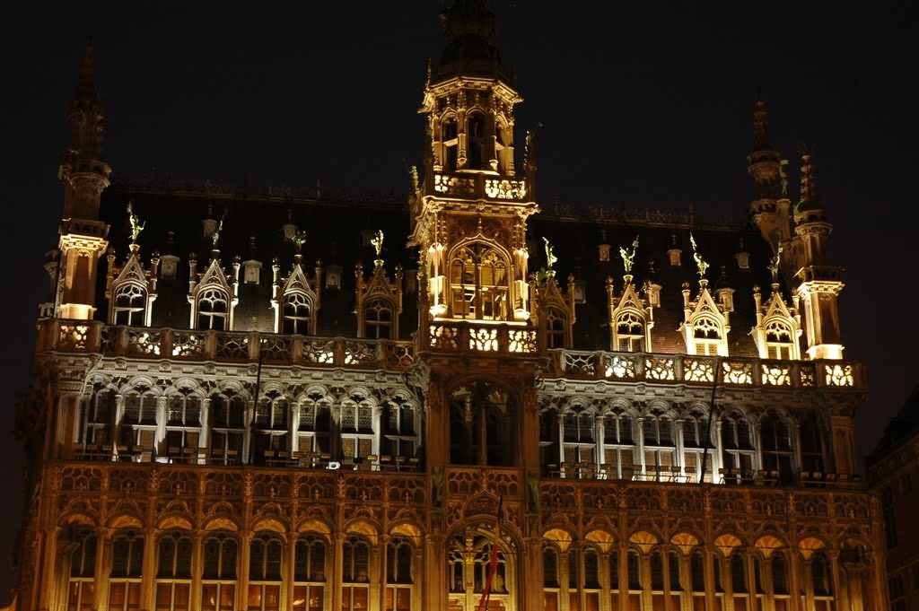 30 most beautiful grand place in brussels pictures at night. Black Bedroom Furniture Sets. Home Design Ideas