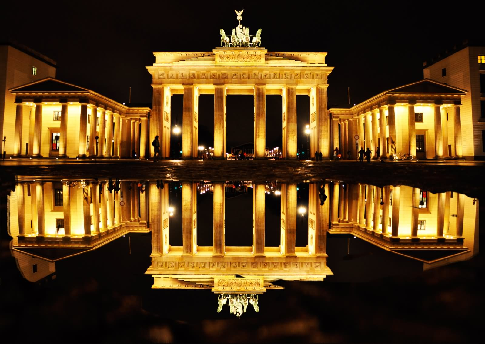 brandenburg gate at night - photo #5
