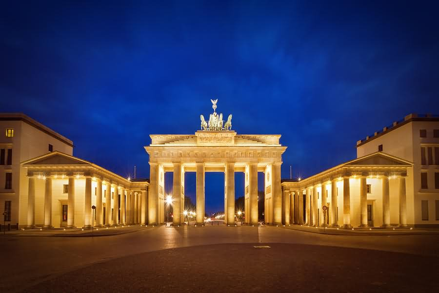 brandenburg gate at night - photo #8
