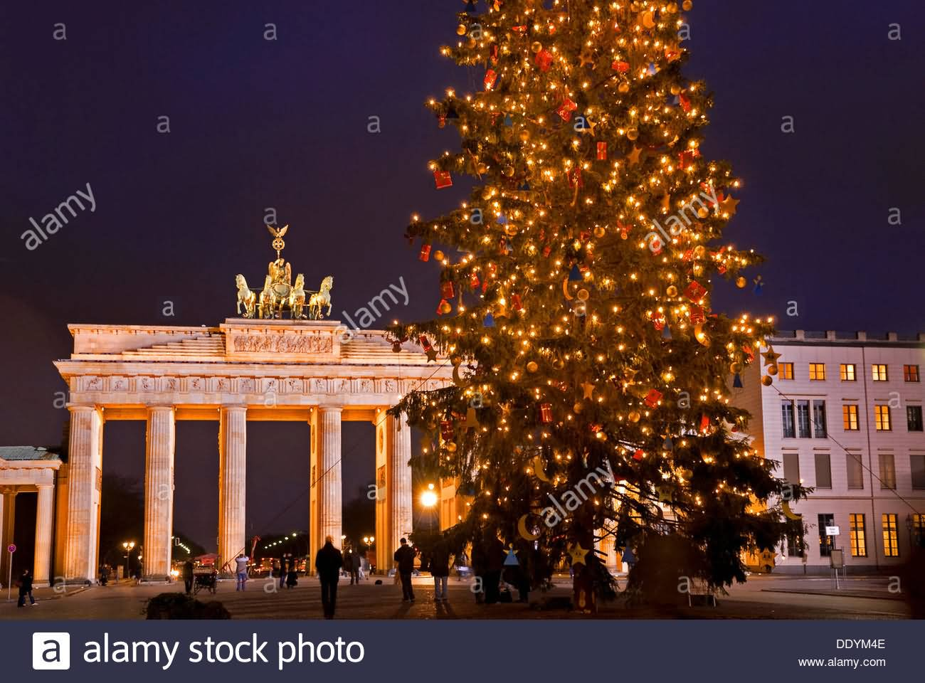 brandenburg gate at night - photo #28