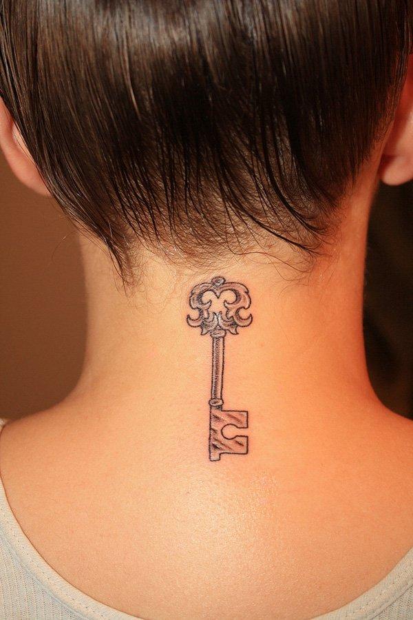 Женские татуировки на шею