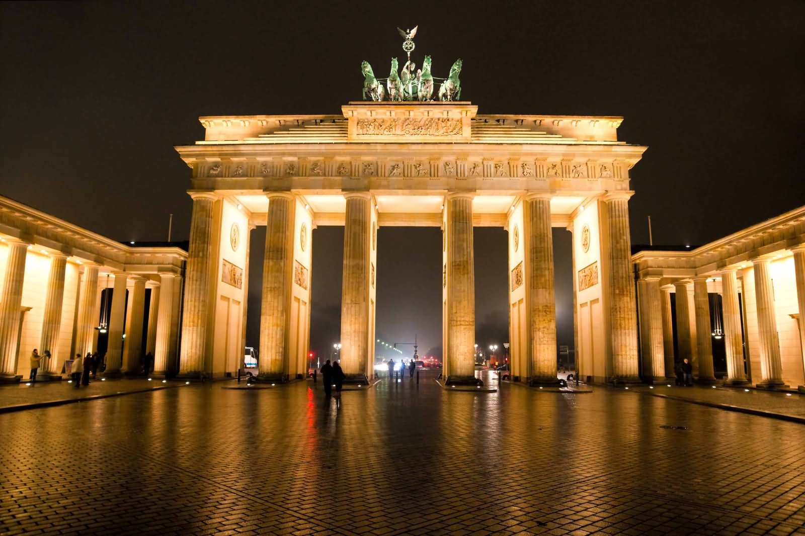 brandenburg gate at night - photo #37