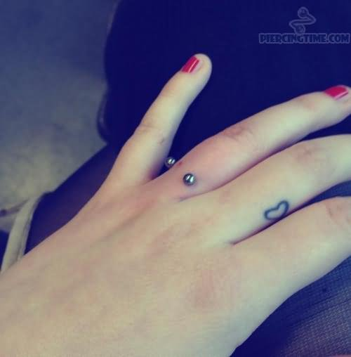 79a0a4590 Simple Heart Tattoo On Girl Finger