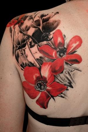 4f1b9de18e835 Abstract Poppy Flowers Tattoo On Left Back Shoulder