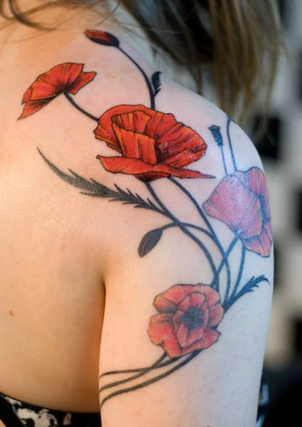 ec4a079a3c440 Attractive Poppy Flowers Tattoo On Girl Right Shoulder