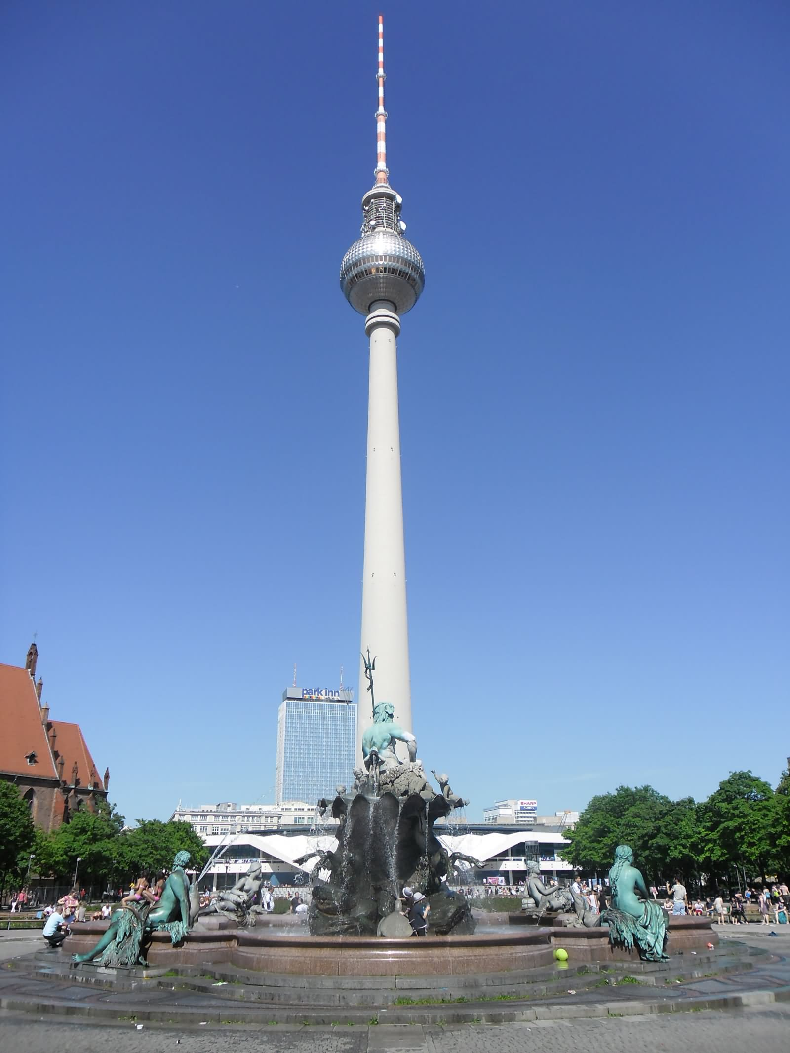 40 Adorable Pictures And Photos Of The Fernsehturm Tower