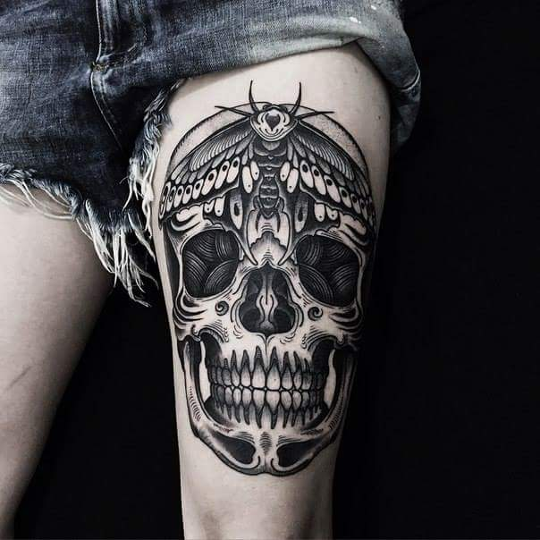 Black And Grey Skull Tattoo On Left Thigh