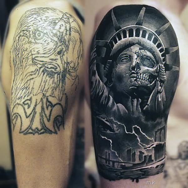 a3168f1461d44 Black And Grey Statue Of Liberty Skull Tattoo On Right Shoulder
